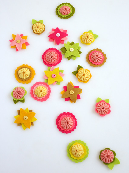 Felt flower charms, on The Purl Bee