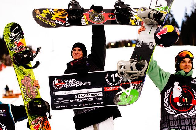 Gullvinner Chas Guldemond feirer seieren i Slopestylefinalen for menn i Wyllerløypa under Snowboard VM 2012, sammen med sølvinner Sebastein Toutant og bronsevinner Seppe Smiths