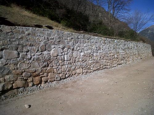 Muro de mampostería 2,5m de altura