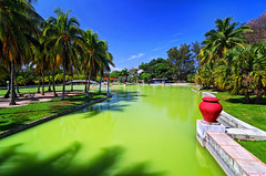 RGB's world: Red jar - Green water - Blue Sky - Parque Josone Park - Varadero, Cuba