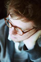 [フリー画像素材] 人物, 男性, 頬杖, アメリカ人, 眼鏡・メガネ, 考える・悩む ID:201203191200