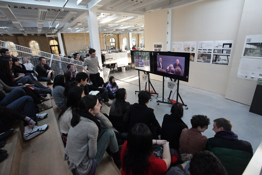 The Stepped Auditorium was used as an additional seating location for students and alumni to watch the Rem Koolhaas lecture.