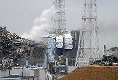 東電發表的福島第一核電廠故障影像,畫面中為灌注冷卻水所產生的蒸汽。(東京電力提供)