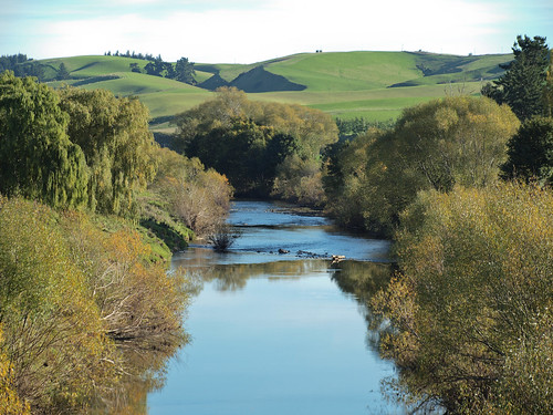 new river scenery nz southisland southland 40150mmf3545 tapanui