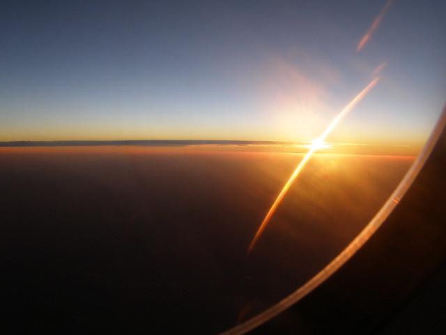 在飞机上看日出