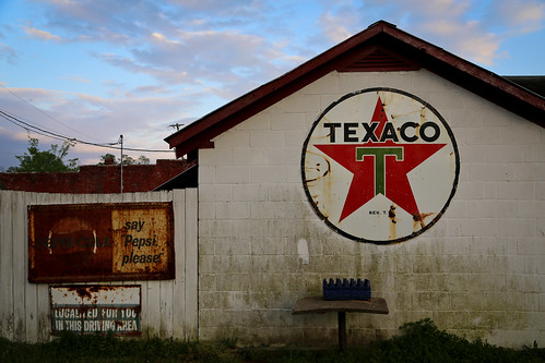 sign rural rusty northcarolina bbq southern barbecue windsor americana pepsi tradition texaco smalltown holeinthewall southerngothic bunns muchloved kakalak bunnsbarbecue