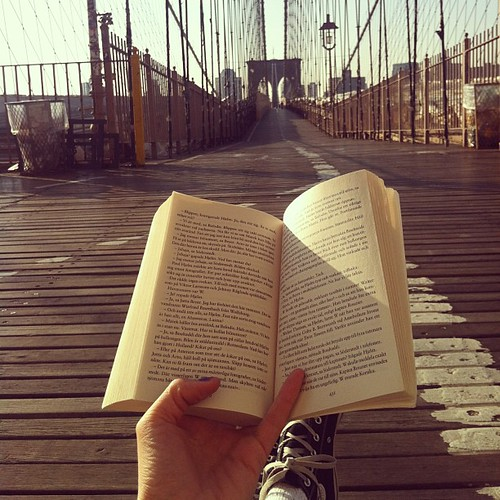 """Hela havet stormar"" på Brooklyn Bridge."