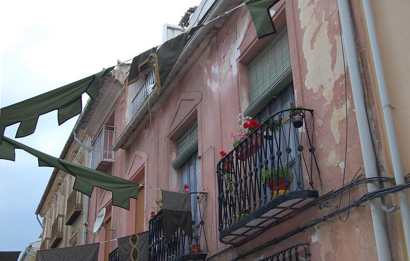 guirnaldas y balcón