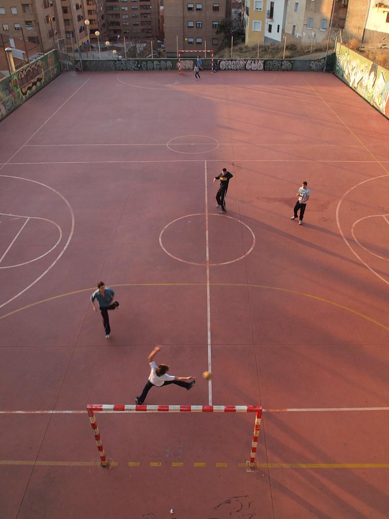 Balonmano en el barrio de Tiradores