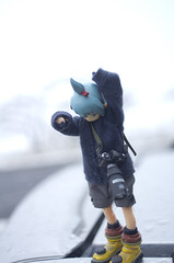 Snow is cold! (>A<)