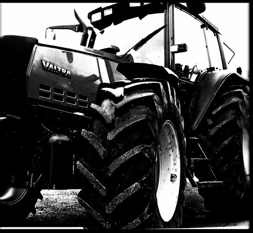 VALTRA , edition Black panther ,effiArt