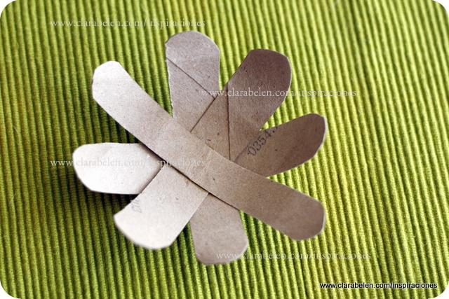 Manualidades: Rápida flor de loto con hechas con rollos de papel higiénico