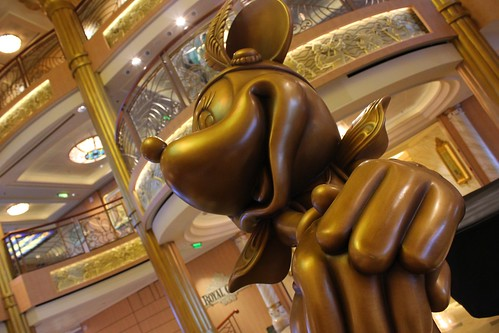 Disney Fantasy Atrium Minnie Mouse statue