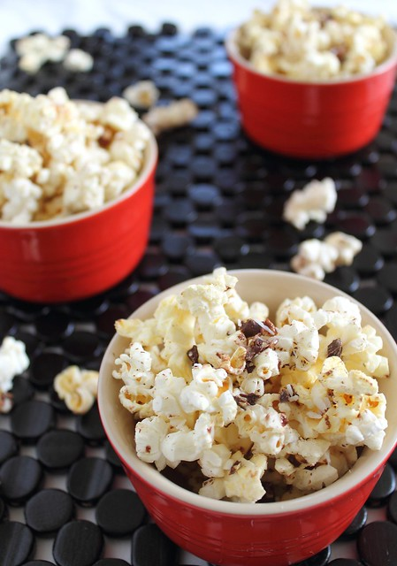 Chocolate popcorn with coconut