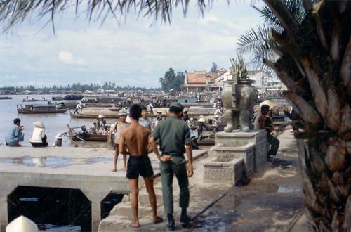 Sông và chợ Cần Thơ