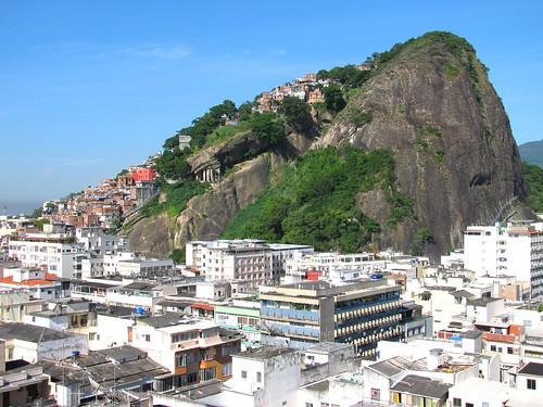 Morro do Cantagalo y Favela Pavao Pavaozinho by Miradas Compartidas