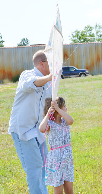 avery and papa with the kite
