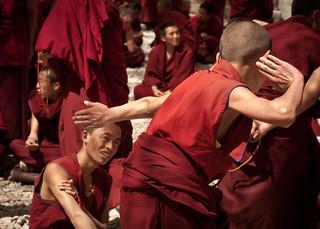 Attēls no Sera Monastery. china camera religion buddhism tibet panasonic monks 中国 tar debating lenses actions seramonastery tibetanbuddhism chn debatingmonks 色拉寺 gelugpa tibetautonomousregion gelukpa nyangrain 14140mmf458 monkdebates panasoniclumixg14140mmf458