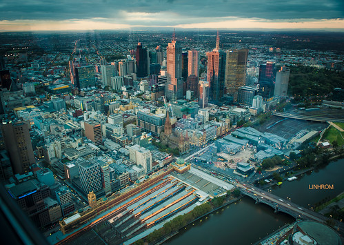 cityscape of Melbourne at dusk