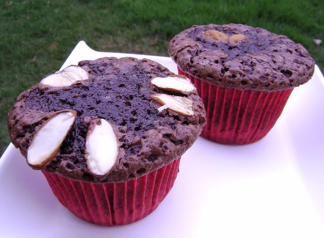 Delicioso brownie com amêndoas