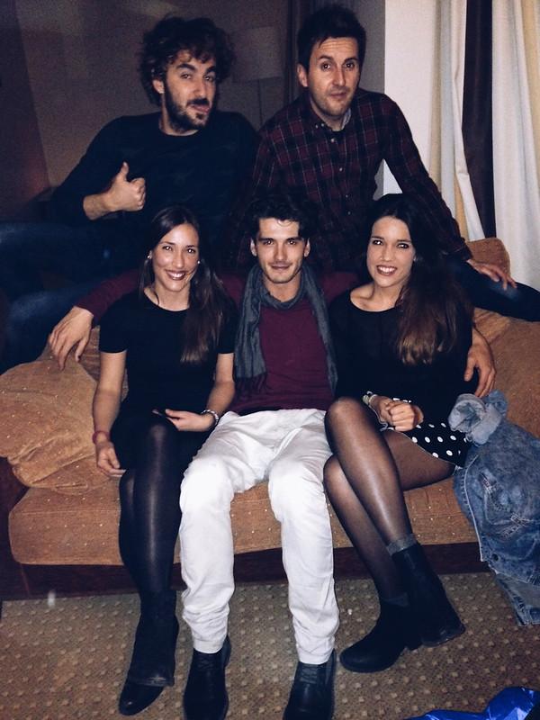 segunda foto con los actores de Perdiendo el Norte: Yon González, Julián López y Miki Esparbé