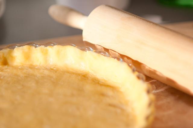 Мука — г, сливочное масло — г, сахарный песок — г, желток — 1 шт., яйцо — 1 шт., соль — щепотка.
