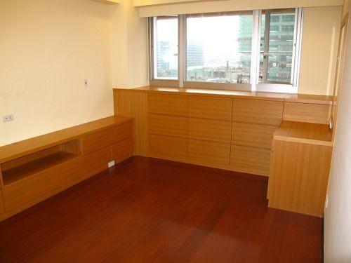 4主臥窗邊櫃、化妝台、電視櫃