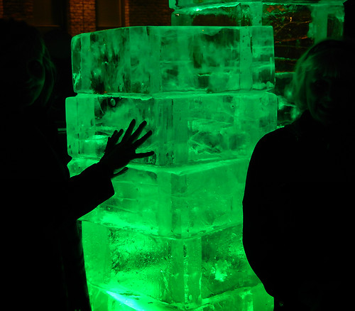 Illuminate Yaletown ice sculpture