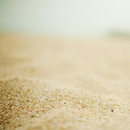 mnml_beach_ipadr.jpeg