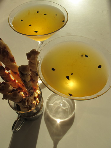 PAssion martini with cheese sticks