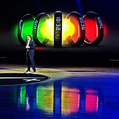 Mike Parker, CEO de @Nike, lanzando el Nike+ FuelBand. #nikeinnovation