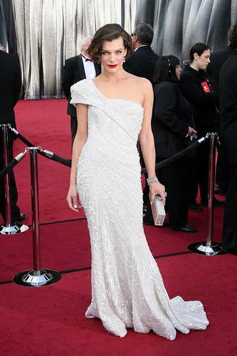 Milla-Jovovich-Oscars-2012