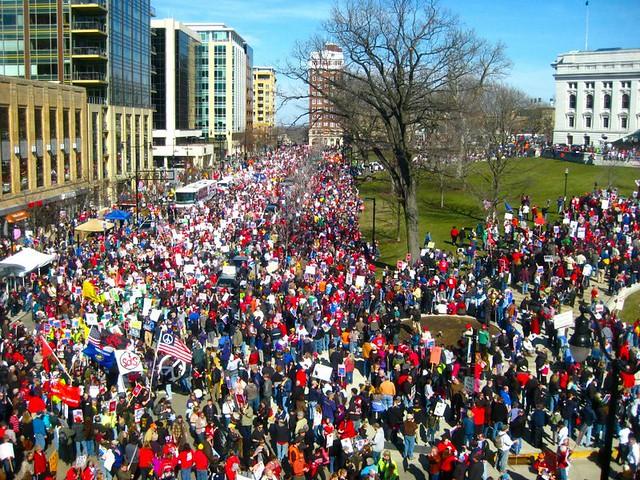 jenna-crowd-rally