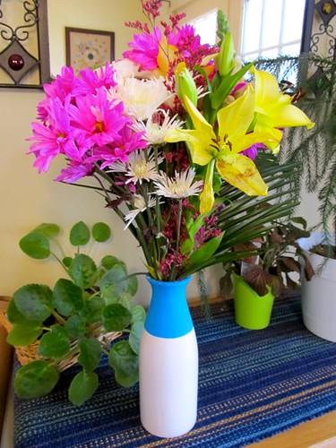 Neon dip-dyed vase