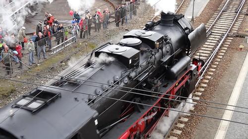 Die Dampflok ist eine Locomotive die sich nicht selbst lenkt, sondern deren Richtung vom Schienenwege bestimmt wird 0660