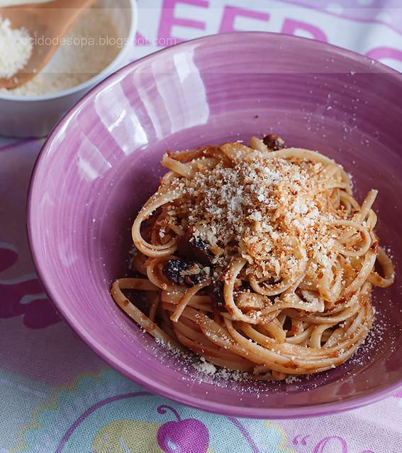 Tallarines con anchoas y salsa de tomate_1