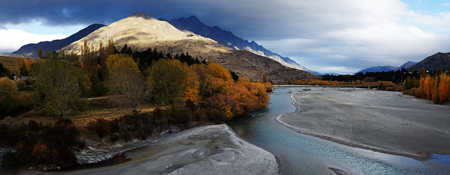 Gold on the Shotover River. Otago (1)