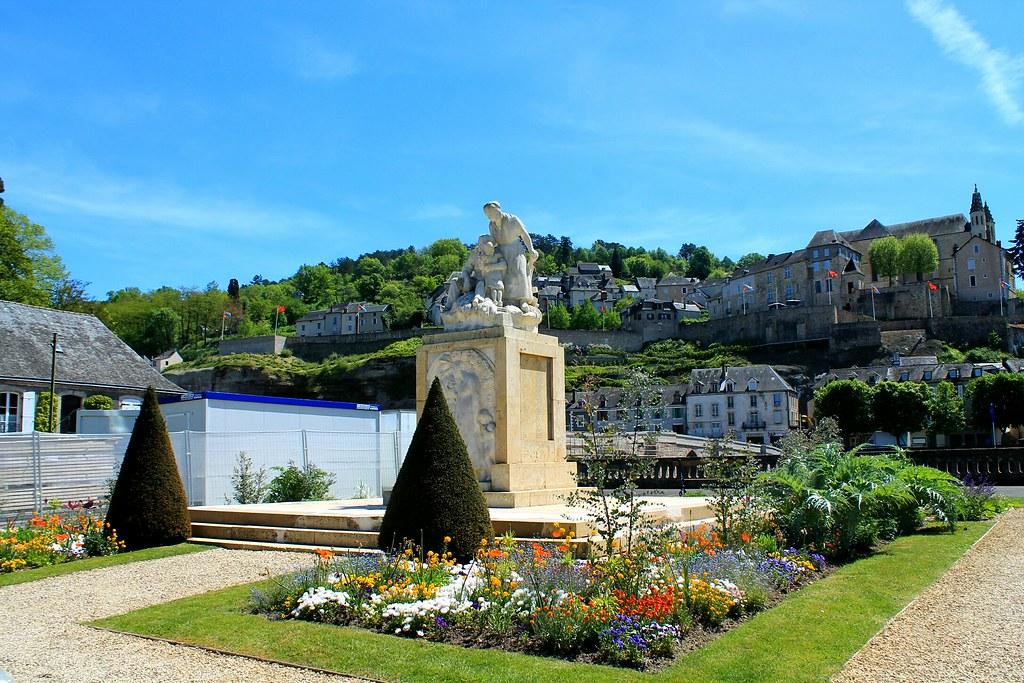 Le Mémorial Place Du Marché Arnaudin J Photography Flickr
