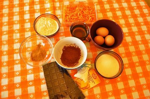 Prajitura cu morcovi, ciocolata neagra si scortisoara