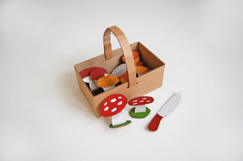 Basket with mushrooms_007
