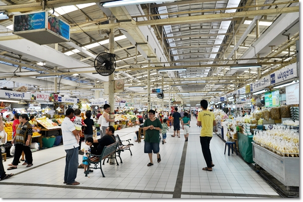 Spacious, Clean Market