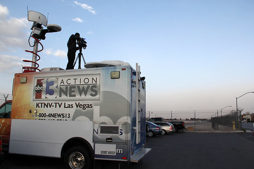road las vegas sunset news television female truck canon eos tv video high airport action cam nevada extreme reporter windy location nv international area abc remote network 13 winds viewing channel ch mccarran 2012 18135 ktnv 60d tossmeanote