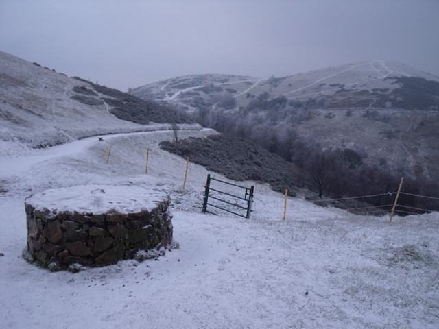 Snowy view from the saddle towards North Hill