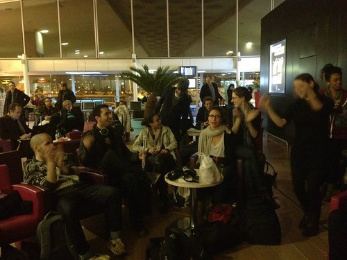 Berklee Valencia blogs - Alexis Colett - Jamming at Charles de Gaulle airport in Paris!  Even the security was dancing!