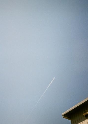 飛行機雲いや、飛行機か。
