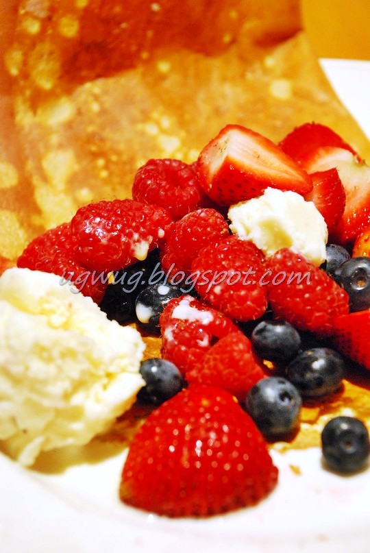 Crepe with Fresh Strawberries (with blueberries & ice cream)