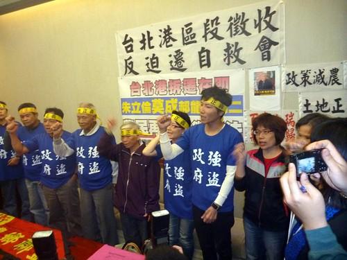 土徵修法攏係假,台北港特定區又傳徵收農地!農民團體選在17日國際農民抗爭日聲援八里汪家。(攝影:林子淩)