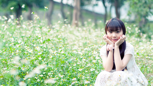 [フリー画像素材] 人物, 女性 - アジア, 人物 - 花・植物, 台湾人, 頬杖 ID:201303172200