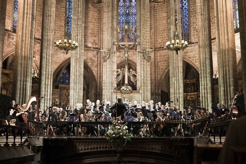 Santa Barbara Choral Society performs with the Orquesta de Camara de la Sinfonica Europea in Barcelona Cathedral in Spain