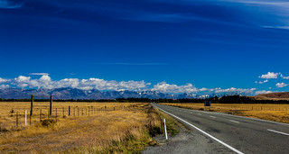 Mountain range on the way to Queenstown, from Christchurch, New Zealand | by Anup Shah